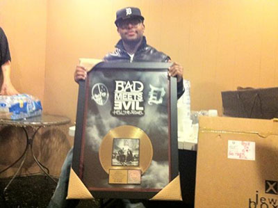 Royce da 5′9″ se zlatou deskou Hell: The Sequel